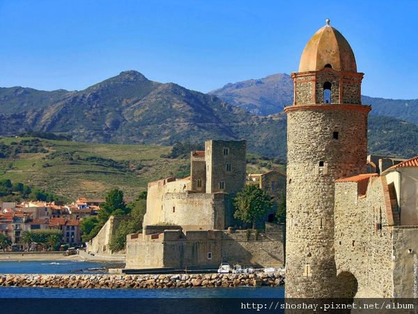 collioure-nd-des-anges-et-le-chateau-royal[1].jpg