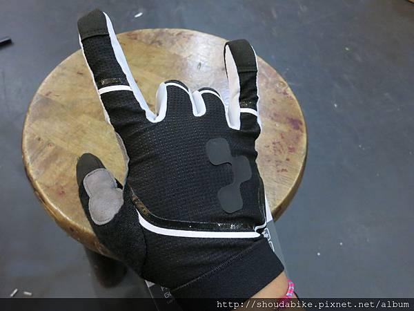 【CUBE-長指手套】手背圖示
