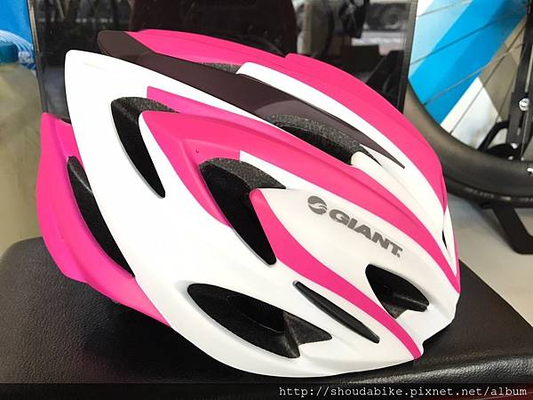 GIANT ARCHER 安全帽-消光白粉紅1.jpg