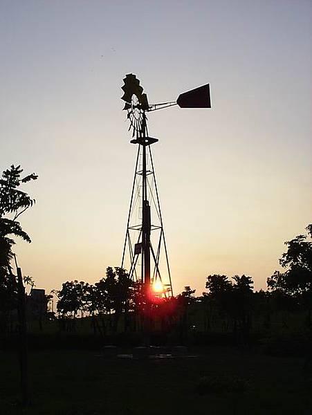 [20070802]高大生態池畔風車