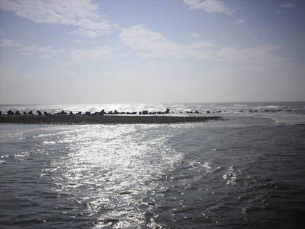 喜歡陽光映照在海面的感覺