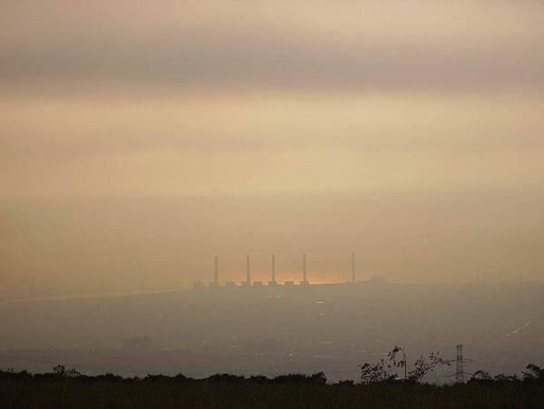 眺望台中火力發電廠
