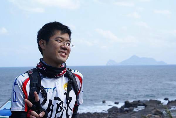 背景的龜山島
