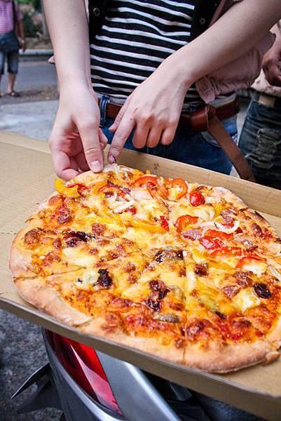 大家期待已久的第一份pizza兒~
