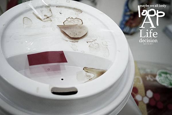 對於每天的咖啡總是會亂噴感到很焦慮...
