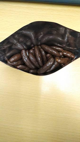 日本藥妝比價網_柿の種_巧克力口味6.jpg