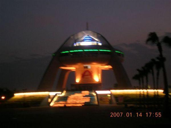 夜晚的太陽館..相機太爛拍不出來..= =