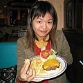 我點的美式大漢堡~~真的大...= =