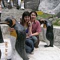 先坐遊園車上去企鵝館,再慢慢逛下來