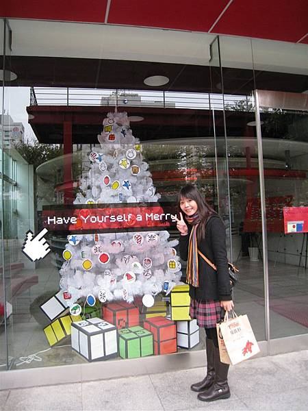 奧美公關公司裡面的白色聖誕樹,哈哈~偷拍一下