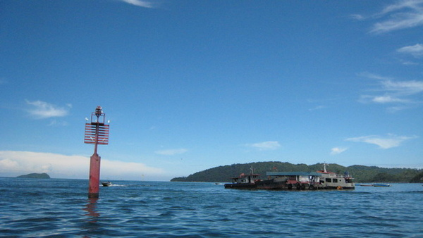 前方是Gaya島