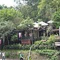 車站對面是漂亮的餐廳