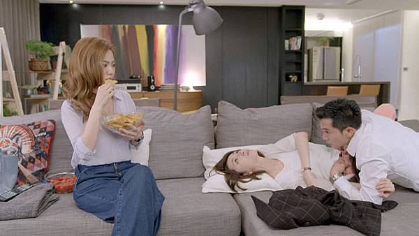 01211中視《必娶女人》柯佳嬿、邱澤激吻被曾之喬看光.jpg