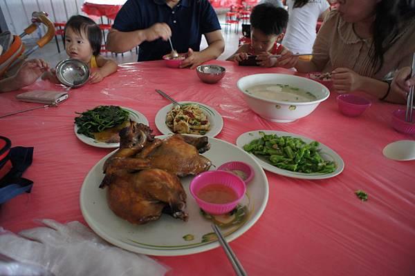 但大家都不餓,所以一雞+三菜1湯
