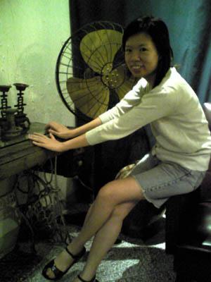 我們座位旁的古式裁縫車