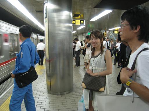 在梅田站等轉車