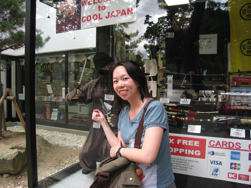 到了東大寺的入口處了,好心人幫我拍照