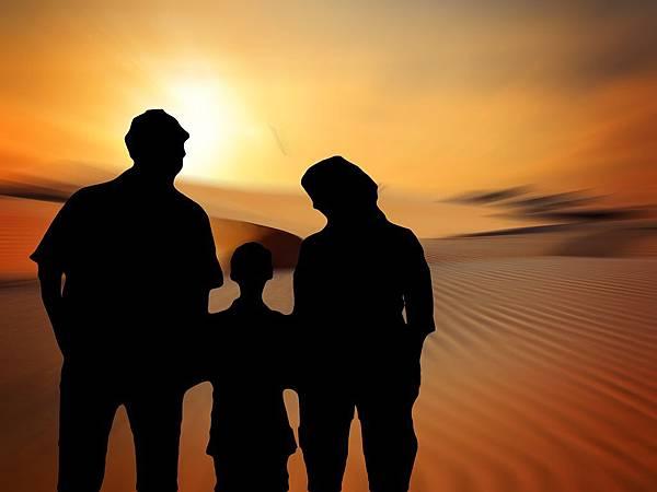 family-812102_1920.jpg