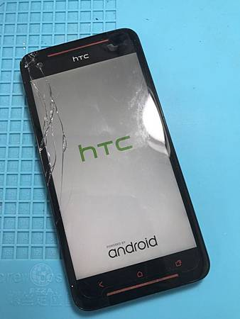 HTC 蝴蝶S面板破裂