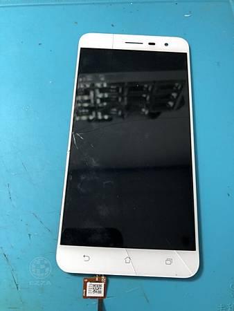 ZenFone 3 ZE552KL面板破裂