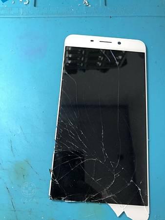 OPPO R9+面板破裂