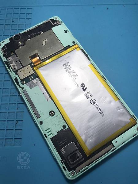 SONY C4電池膨脹