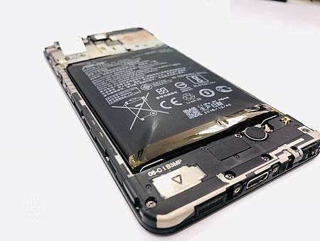 ASUS ZenFone 3 Zoom電池膨脹