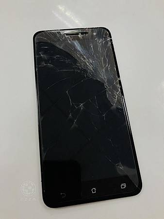 華碩ZenFone3面板破裂