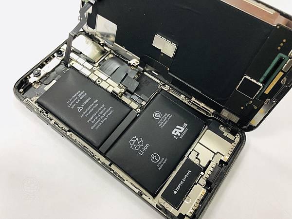 IPHONE X電池膨脹.jpg