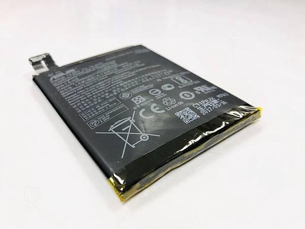 華碩ZenFone3 Zoom電池膨脹.jpg