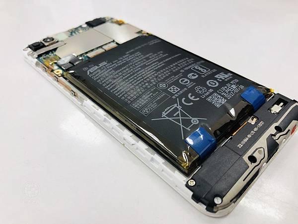 ZenFone 4 Max更換電池.jpg