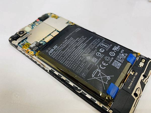 ASUS zenfone4 max電池膨脹更換.jpg