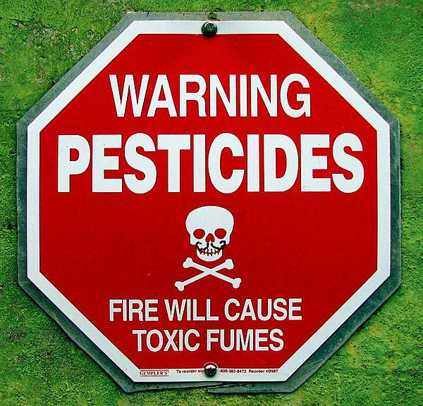 800px-Warning2Pesticides