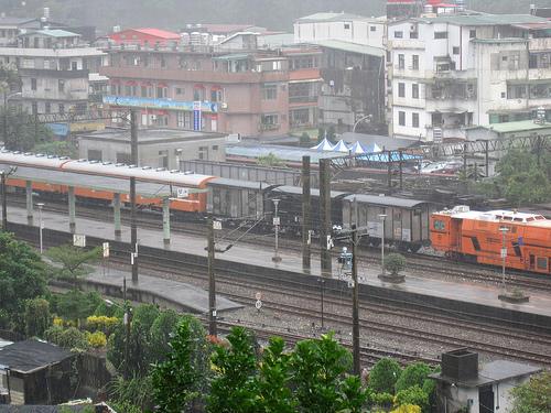 雨中的雙溪火車站 (by ShuLin)