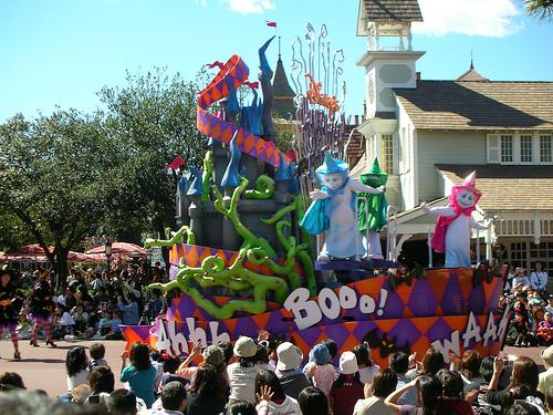 Disney萬聖月尖叫大遊行-可愛鬼花車