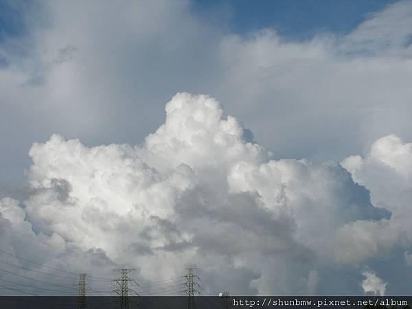 颱風前夕的雲