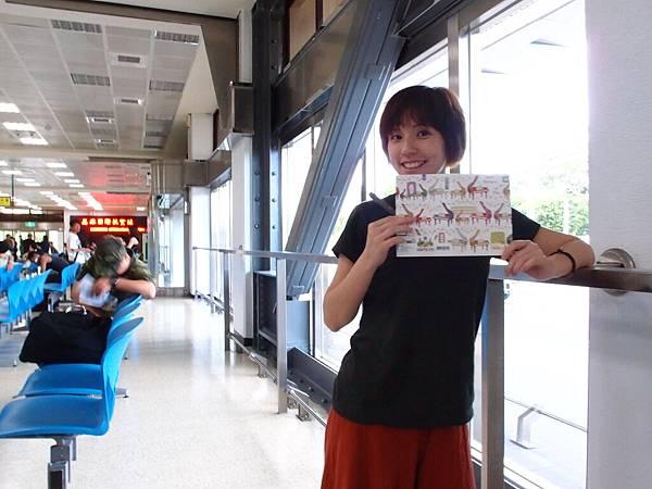 在機場開始寫曼君的生日卡片(遲了超久的我)