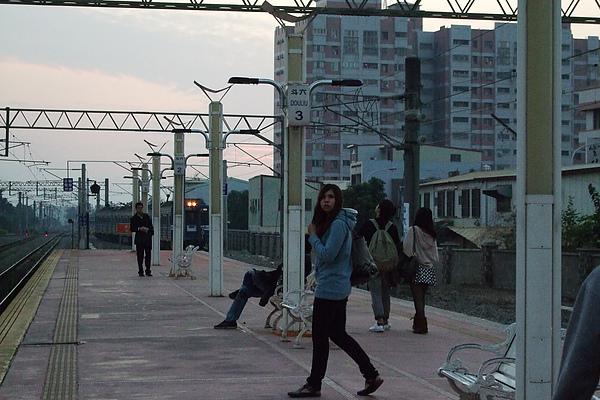 斗六車站慢慢的不再能夠又破舊形容