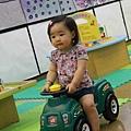 每回到信誼親子館,一定指明得坐坐這台車。