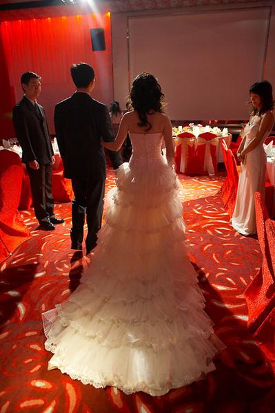 還是最愛蛋糕層次的裙襬
