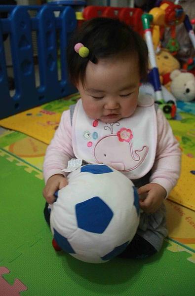 媽咪買給我的新球球