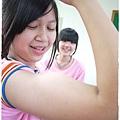 麗兒說要拍她的大肌肉啦!