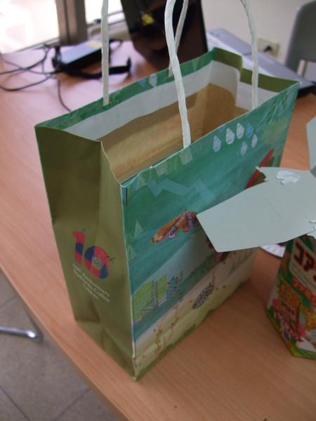 袋子跟盒子都很漂亮