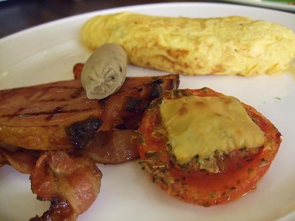 蛋捲培根火腿香腸  蕃茄起司焗烤