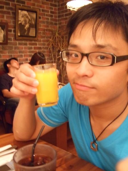 早午餐附的柳橙汁