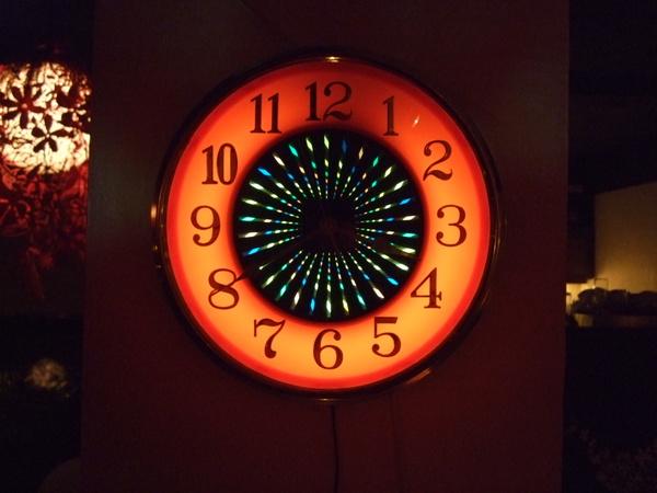 LoungeBar的普普風時鐘