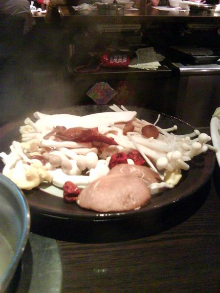 養生的百菇鍋