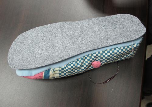 步驟八_將不織布接在鞋底用藏針縫合.jpg