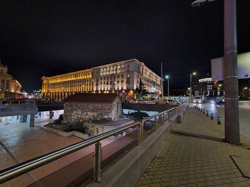 S20_UltraWide_Night_On_1.jpg