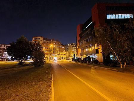 Low-light_ultra_wide_0.5x_Night_mode_4.jpg